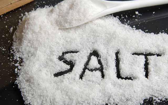 Giảm muối trong khẩu phần ăn để phòng chống bệnh tim mạch, tăng huyết áp